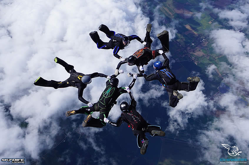 6 Skydivers in formation