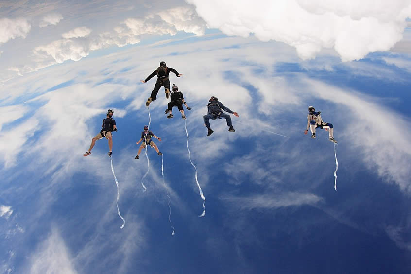 6 Skydivers tracking