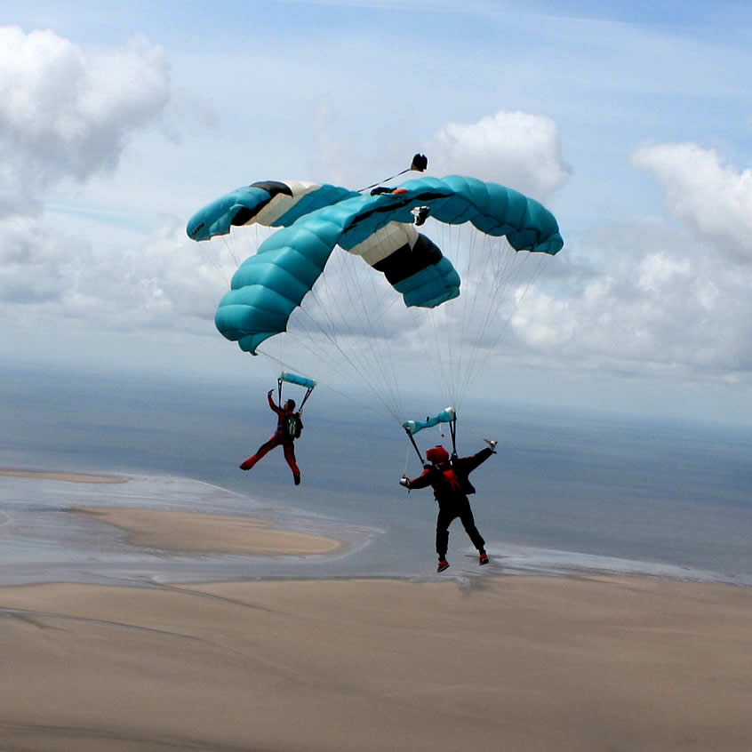 2 Parachute Jumpers