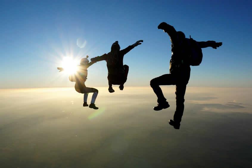 3 Skydivers freeflying